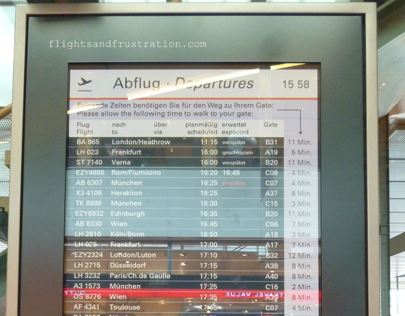 Flight information screen with estimated walking time to the gate