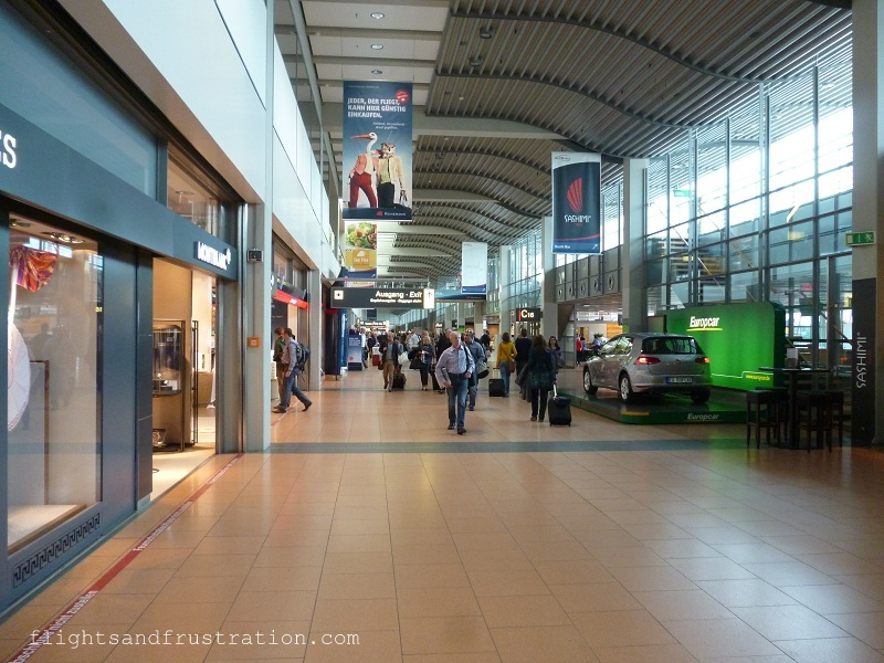 Walking between terminal 1 and terminal 2 of Hamburg airport
