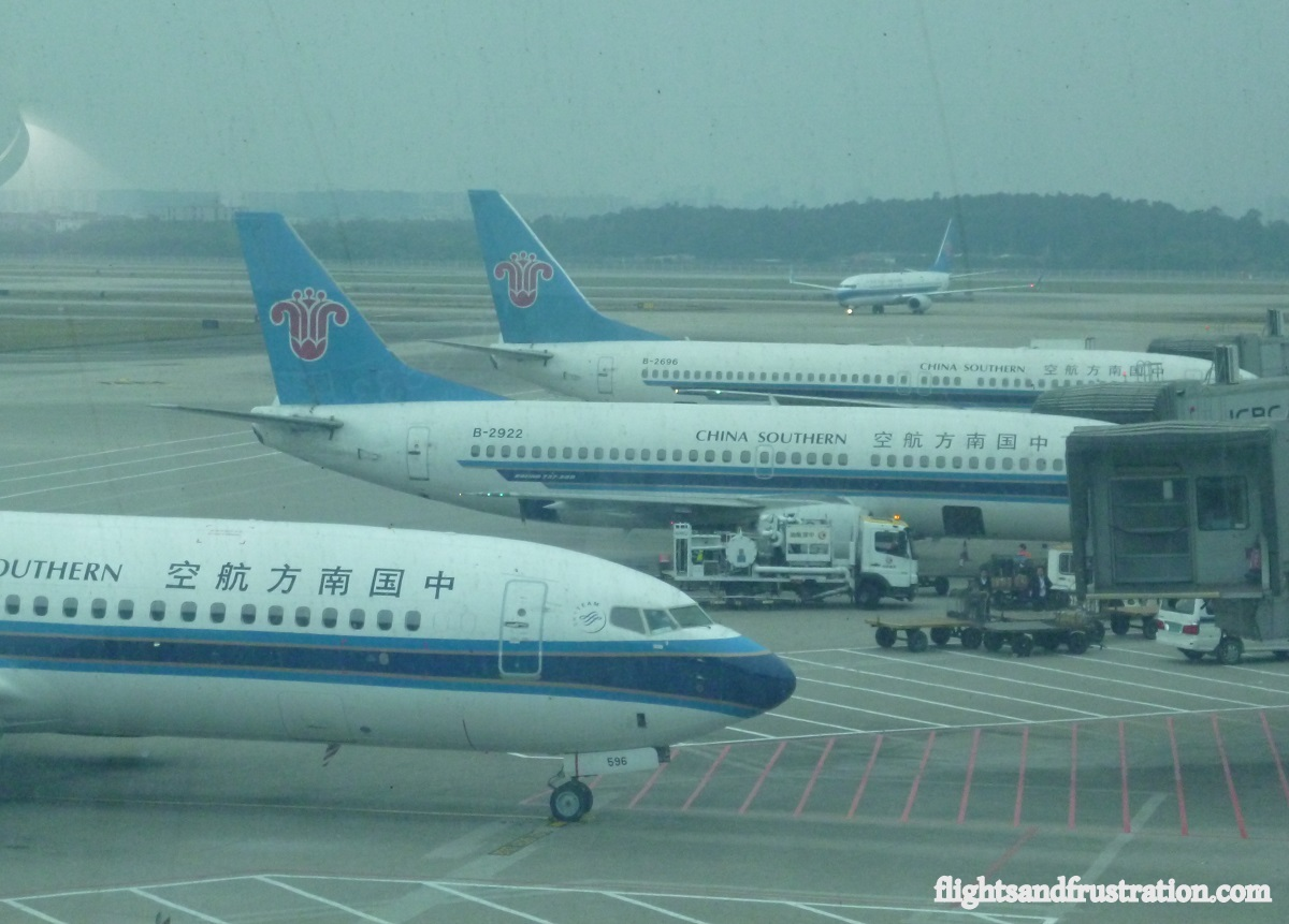 Deplane a China Southern airplanes